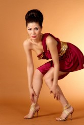 2966252-man-and-woman-sitting-down-leaning-back-to-back