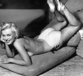 marylin-monroe-sexy-topless-thesuiteworld