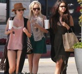 Selena+Gomez+Spends+Day+Girls+MCNHiU7jm4Il
