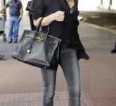 04-Victoria-Beckhams-Gigantic-Bags