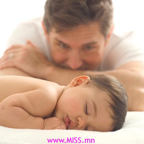 cute-christmas-black-and-white-reindeer-nail-art-634x475