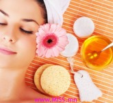 woman-enjoying-spa-treatment-with-honey