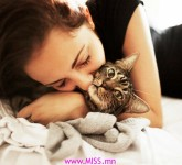 women cats closed eyes tabby hugging 1792x1200 wallpaper_www.wallpaperhi.com_96