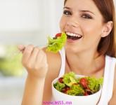 girl_eating_salad_900
