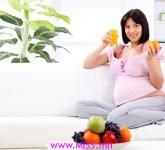 pregnant-woman-eating-oranges