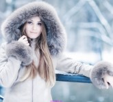 women_winter_snow_models_fur_coat_1920x1080_wallpaper_Wallpaper_2560x1440_www.wall321.com