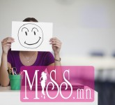 Beautiful-Blonde-Girl-With-an-Apple-5