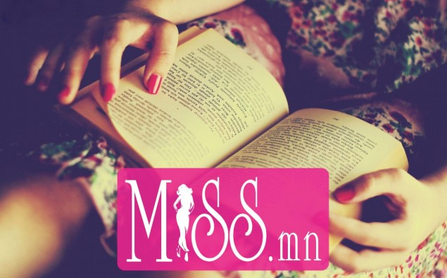 8892320-hands-manicure-girl-book